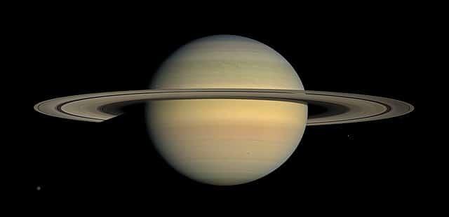 saturnus planet bercincin